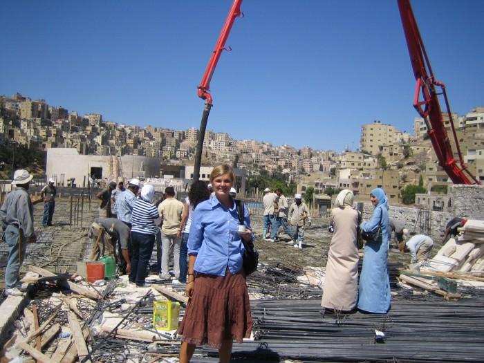 en kopp kaffe pa utbyggnaden av Ammans stadshus