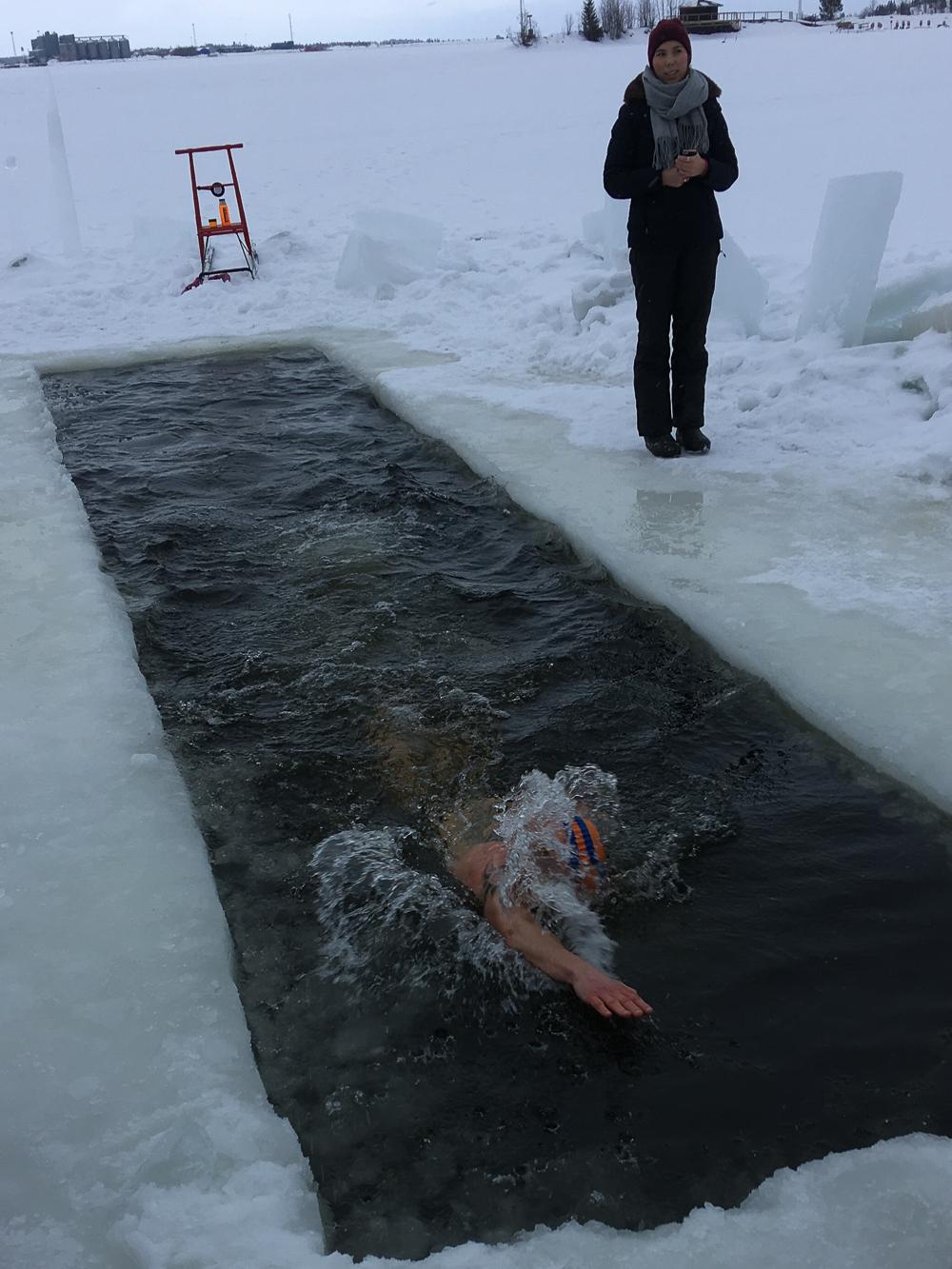 Vinterbada i isvak (utan bastu) – Johanna Westberg