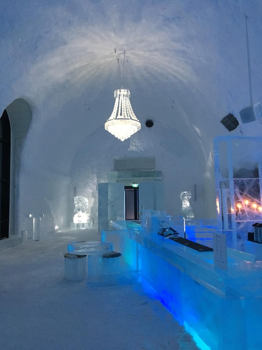 En dag i Jukkasjärvi - långfärdsskridskor och Ice Hotel